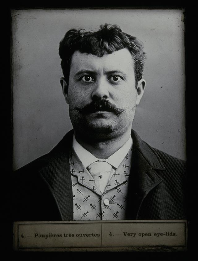 Anonyme, Portrait anthropométrique, France, début du 20e siecle, Collection du musée Nicéphore Niépce, Ville de Chalon sur Saône 900